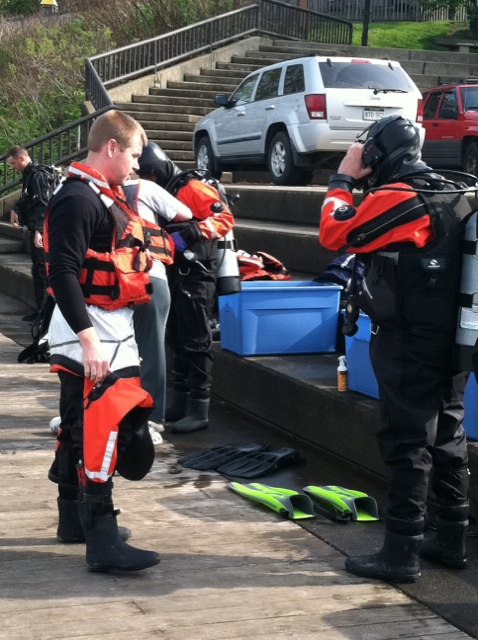 Divers Gear Up